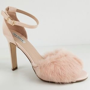 Cape Robin Rabbit Fur Powder Pink Heels Size 11